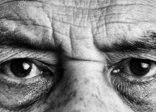 yeux senior-min