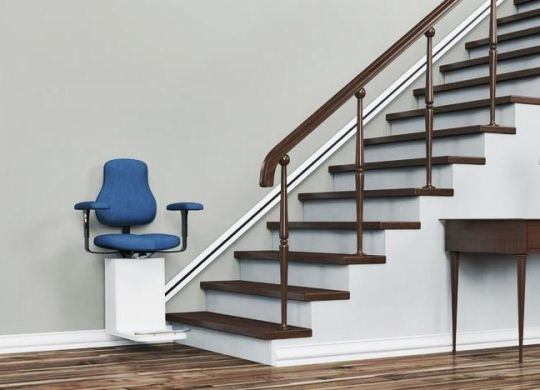 aides monte escalier-min