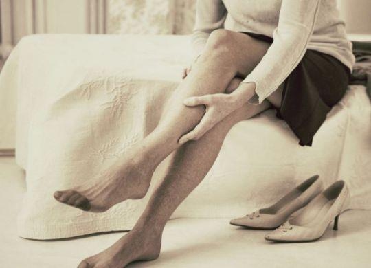 douleur jambe jusqu'au pieds-min