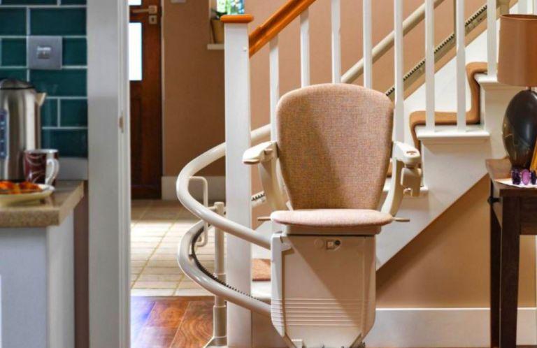 Monte-escalier avec fonction de pivotement du siège.