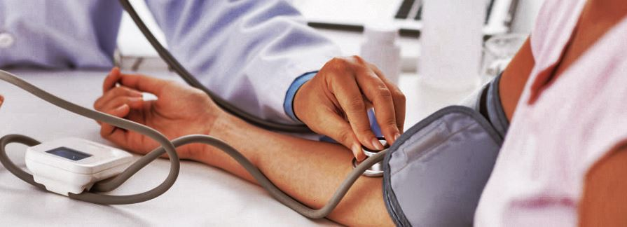 La tension artérielle doit être prise régulièrement après la ménopause.