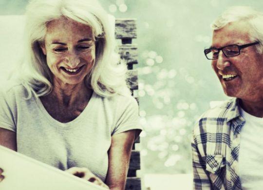 couple senior contrat assurance-min