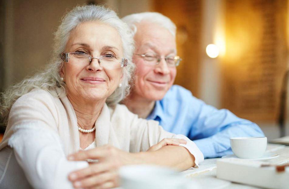 lunettes maison de retraite © FOTOLIA