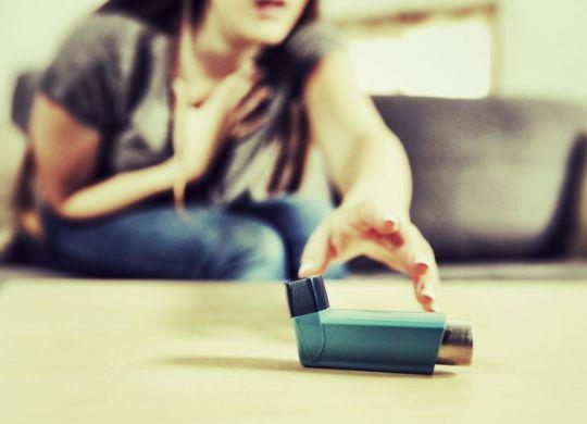 crise asthmatique les geste d'urgence