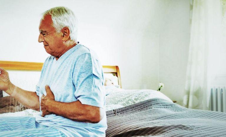 senior à mal au ventre car souffre de colique néphrétique