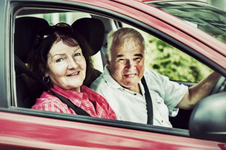 mal des transports couple senior voiture