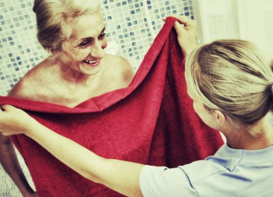 aide toilette hygiene personne agee