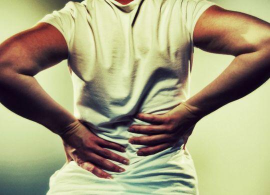 femme ayant mal au dos