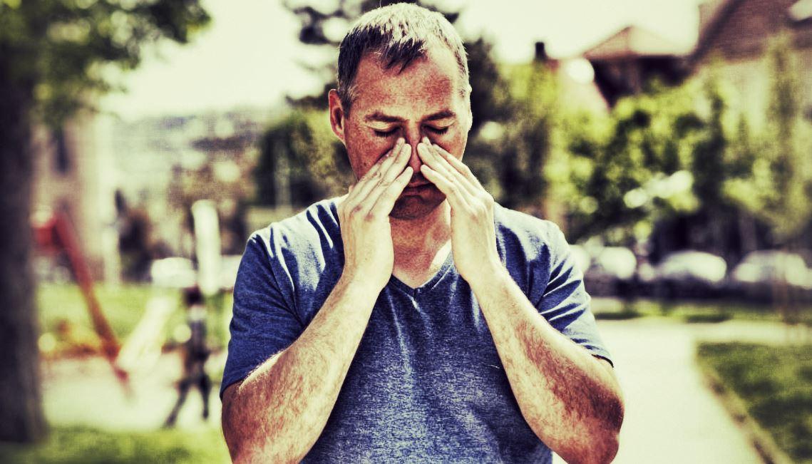 homme atteint sinusite