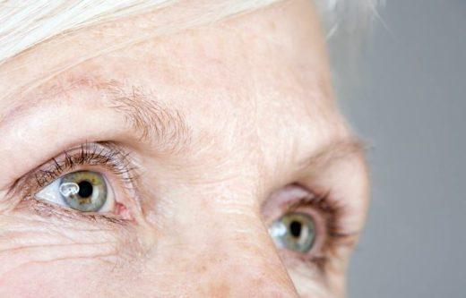 Oeil De Femme Senior