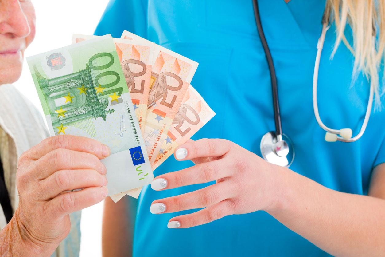 Soins médicaux coûte trop cher pour les personnes agées