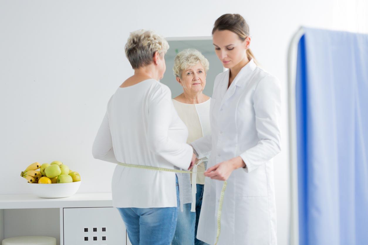 Prendre des mesures diététicienne du patient