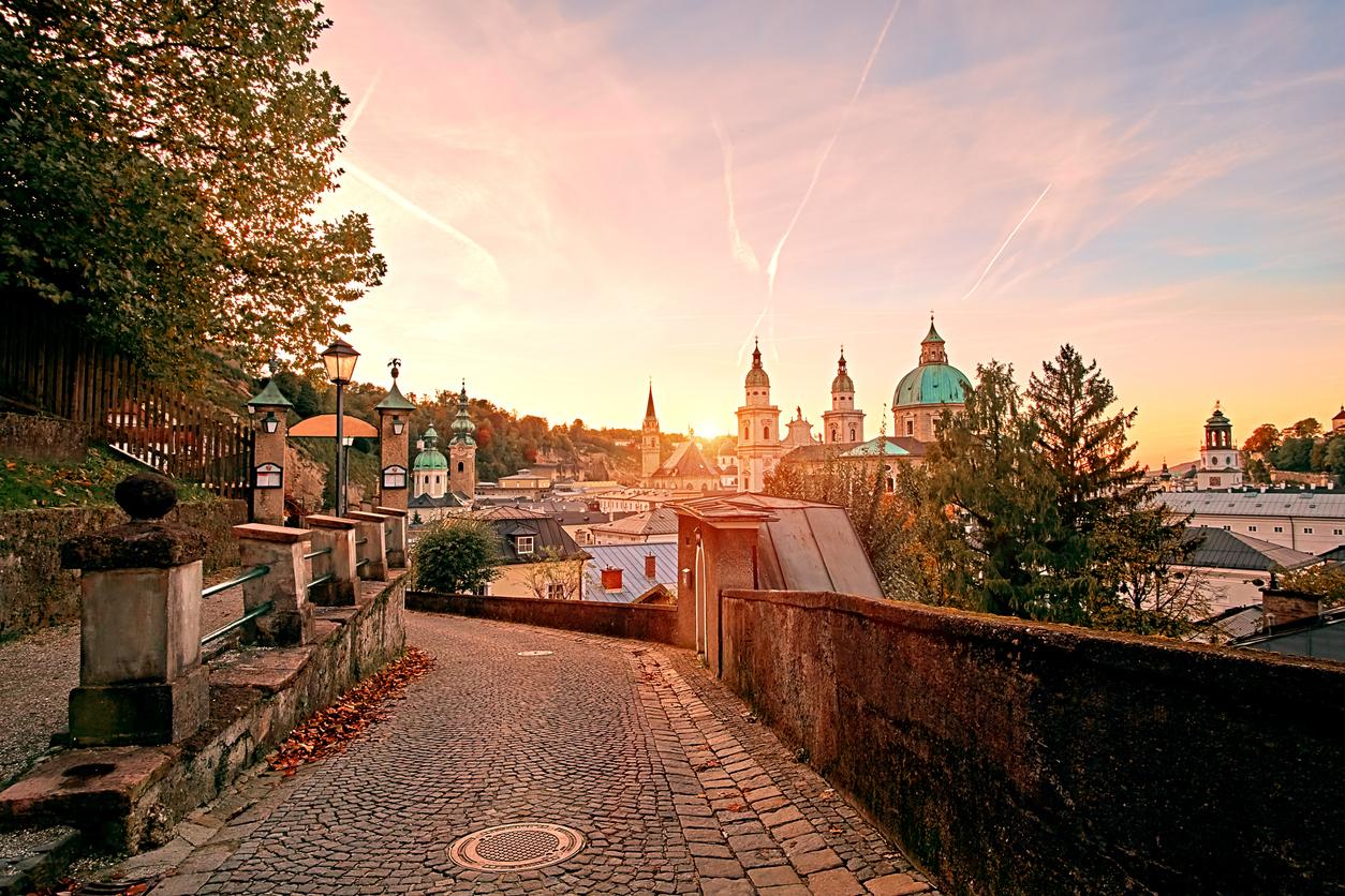 Belle vue du coucher du soleil de Salzburg Cathedral