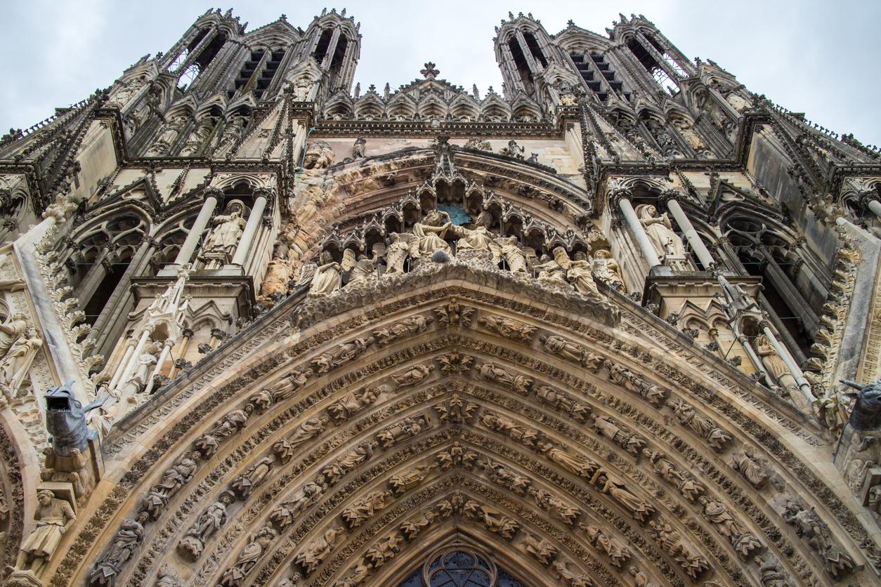 Notre-Dame de la façade de la Cathédrale de Reims