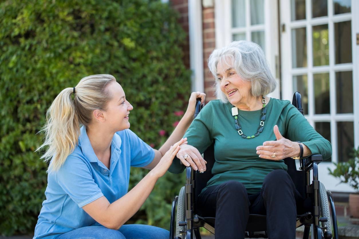 aide à domicile personne âgée en situation de handicap