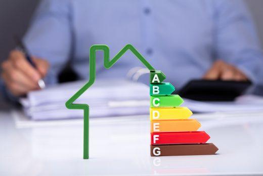 Maison avec des taux d'efficacité énergétique sur le Bureau